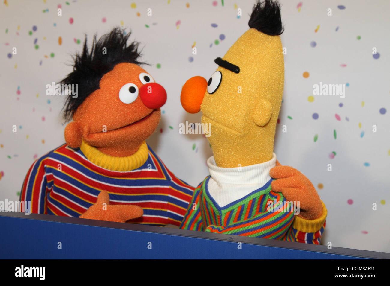 18a466b29c Ernie und Bert aus der Sesamstrasse, 40 Jahre Sesamstrasse Presseevent im  Funkhaus Rothenbaumchaussee mit CEO Melvin Ming, Hamburg, 07.01.2013