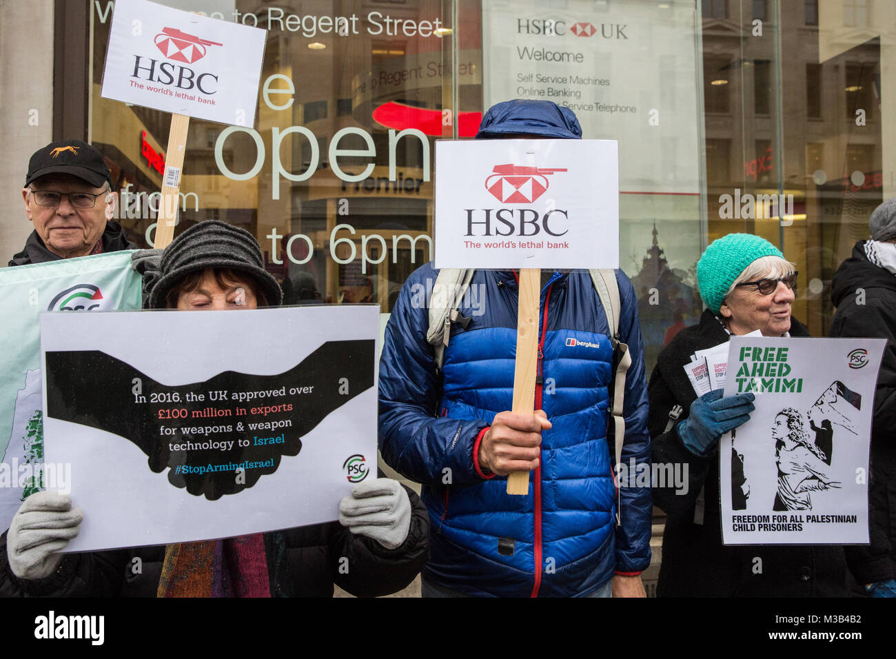 London, UK. 10th February, 2018. Campaigners from Palestine Solidarity Campaign protest outside a branch of HSBC - Stock Image