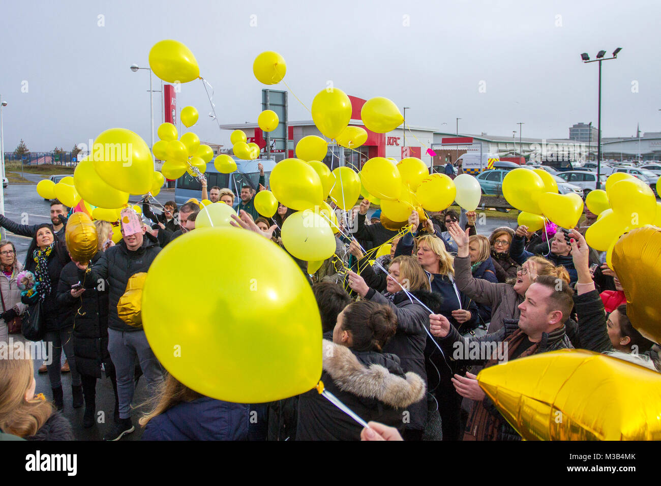 Southport, Merseyside, UK. 10/02/2018 Skies turned yellow today in a balloon release tribute to murdered Travel - Stock Image