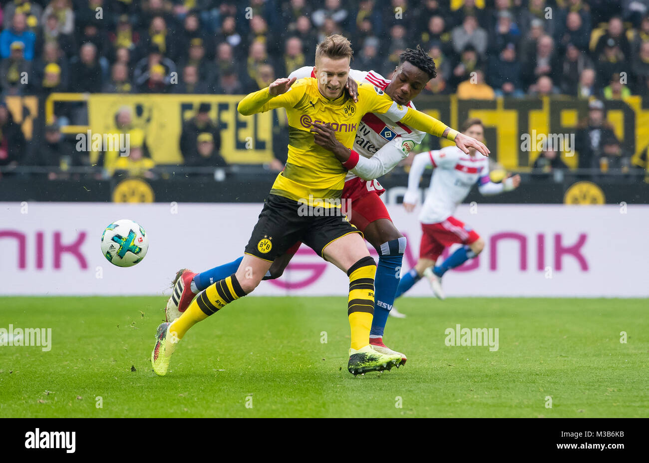 Dortmund, Germany. 10th Feb, 2018. Dortmund's Marco Reus (L) fights for the ball against Hamburg's Gideon - Stock Image