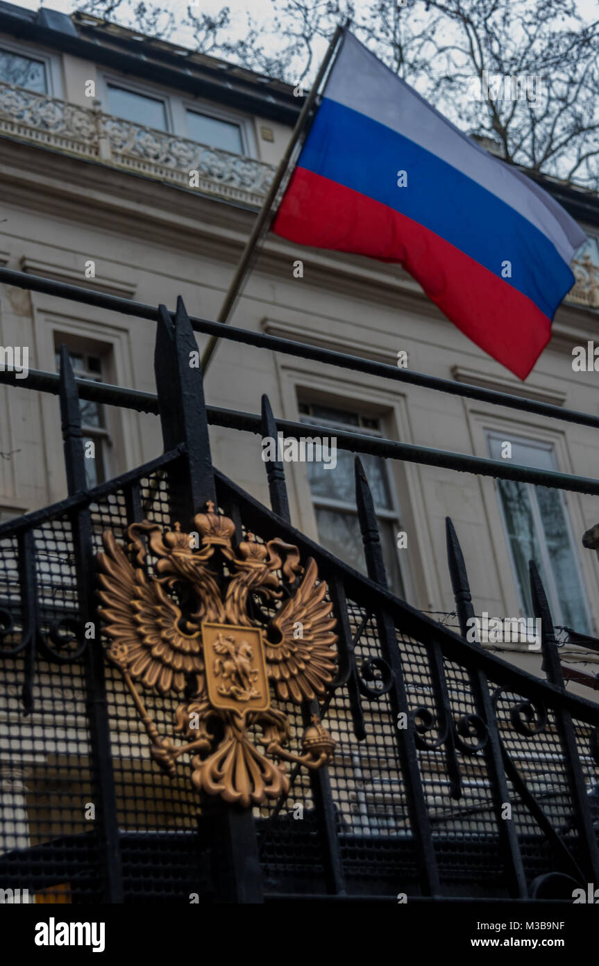 February 10, 2018 - London, UK. 10th February 2018. The Russian flag fliesw above the eagle on the gates of the Stock Photo