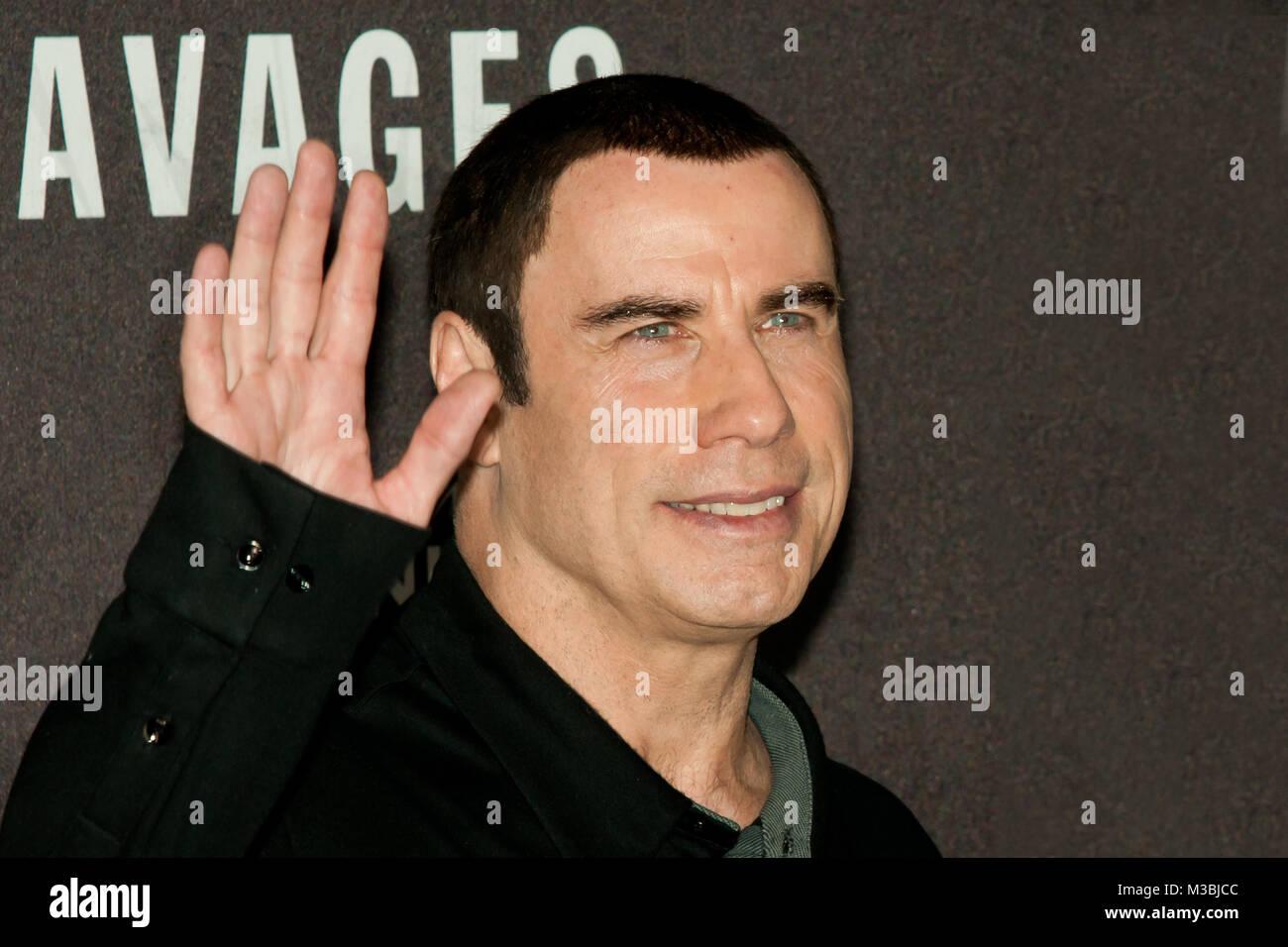 John Travolta (US-Schauspieler)winkend mit der rechten Hand beim Photo Call zum Kinostart von -Savages- im Berliner Stock Photo