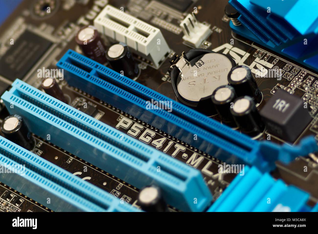 PCI und PCI-Express-Karten Steckplätze auf einen LGA775 Mainboard Stock Photo