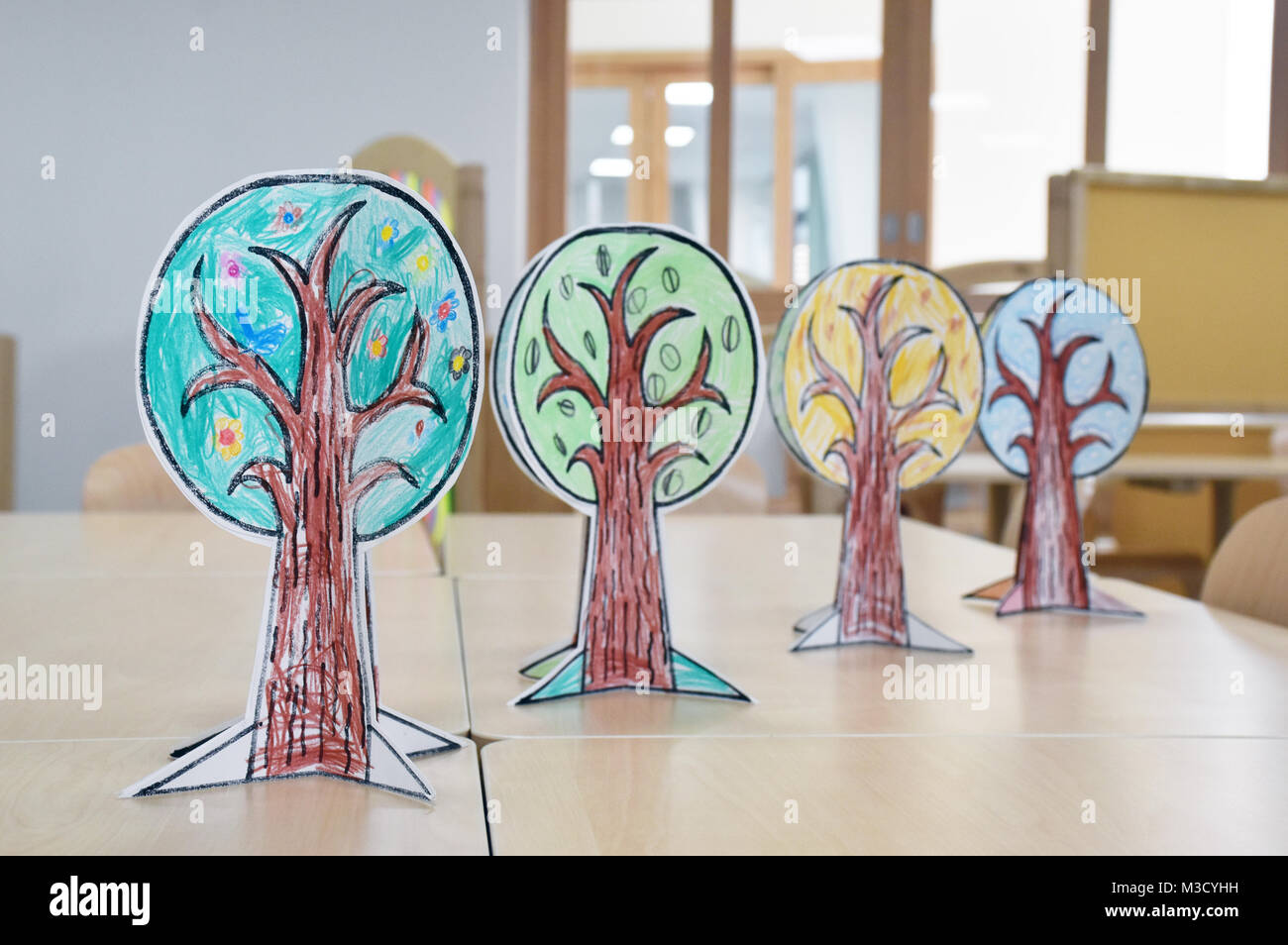 Season craft for young children trying to remember Spring, Summer, Autumn, Fall and Winter - Stock Image