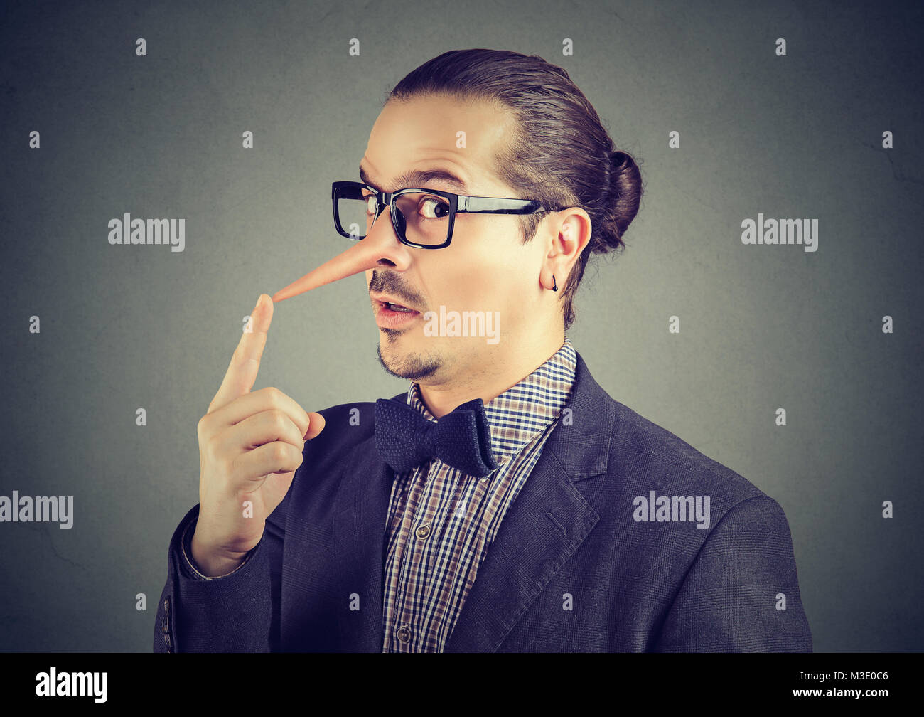 Liar businessman with long nose - Stock Image