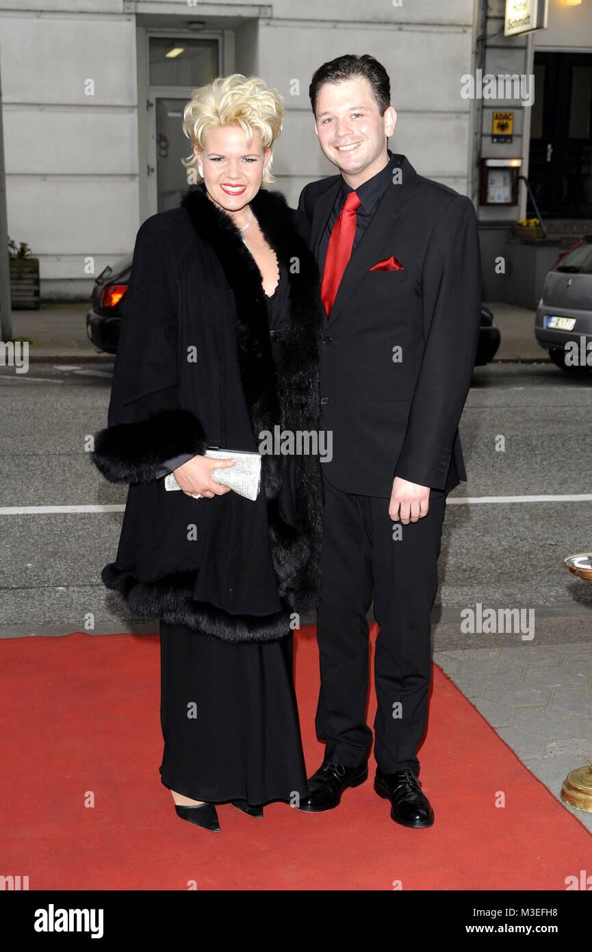 12ter Blauer Ball  im Kempinski-Hotel Atlantic, Hamburg, 04.04.2009, Nicole Muehle (Sopranistin) und ihr Freund - Stock Image