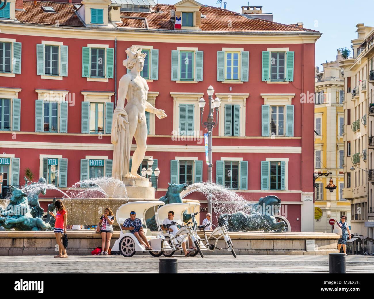 France, Alpes-Maritime department, Côte d'Azur, Nice, Fontaine du Soleil with Apollo statue on Place Masséna, - Stock Image