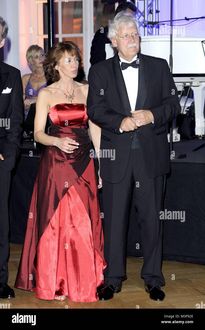 12ter Blauer Ball  im Kempinski-Hotel Atlantic, Hamburg, 04.04.2009, Carlo von Tiedemann mit Ehefrau Julia Laubrunn - Stock Image
