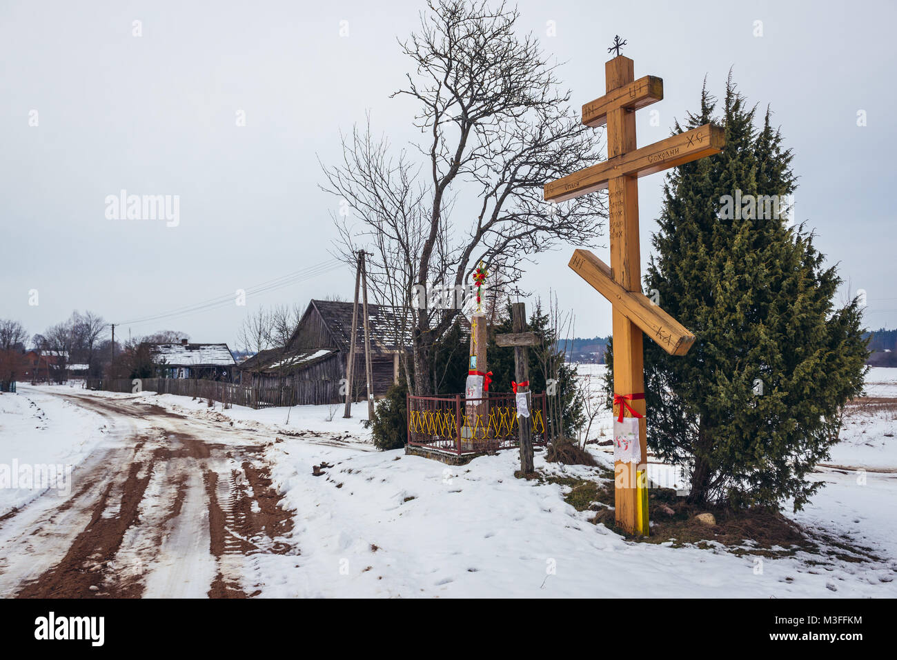 Wayside Orthodox cross in Soce village in so called The Land of Open Shutters, famous for traditional architecture - Stock Image