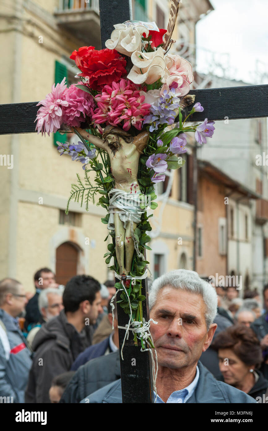 Many faithful arrive in Cocullo after a long journey on foot to honor San Domenico. They carry religious symbols - Stock Image