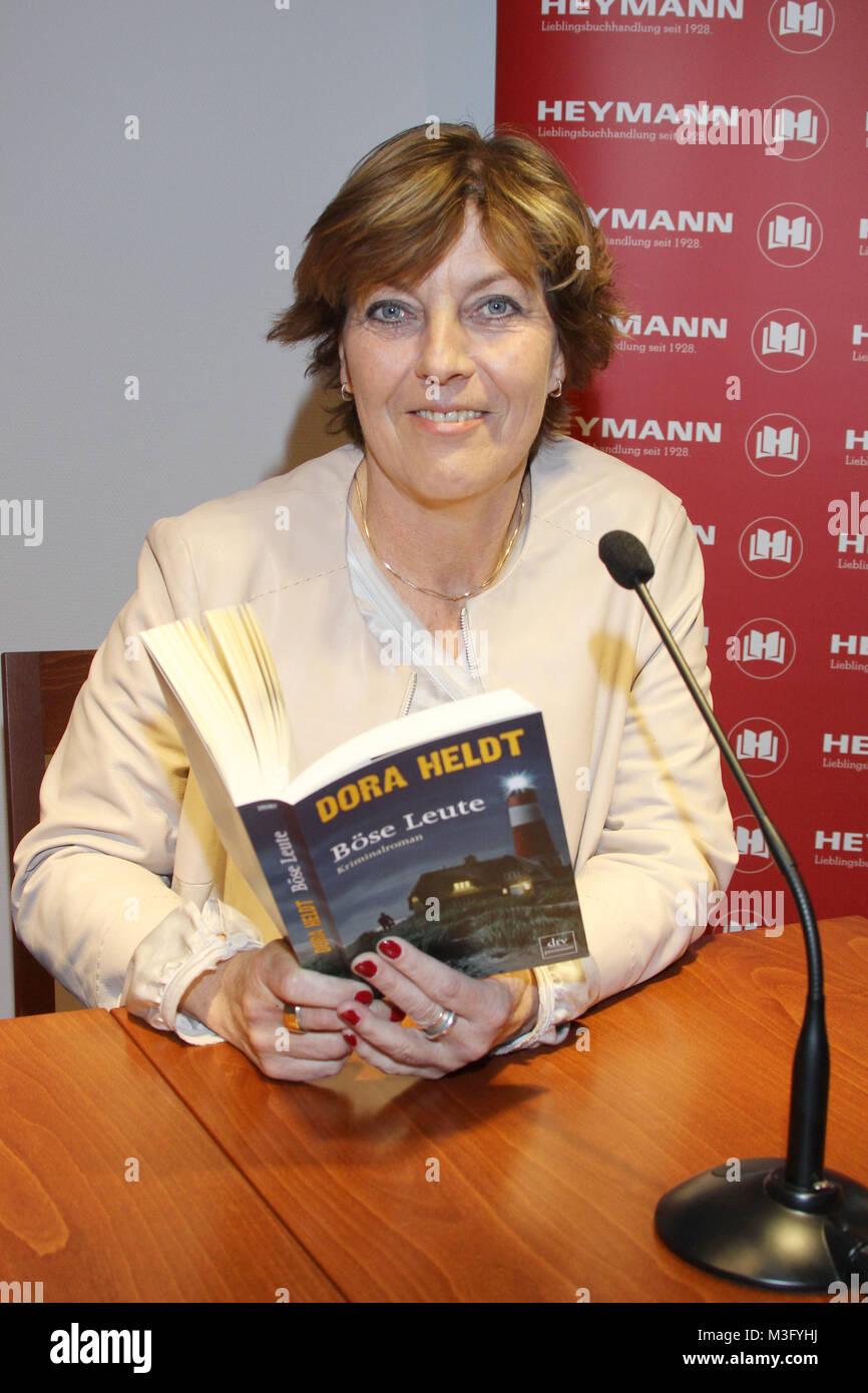 Dora Heldt, Premierenlesung & Gespraech, Buchhandlung Heymann, 31.03.2016 - Stock Image