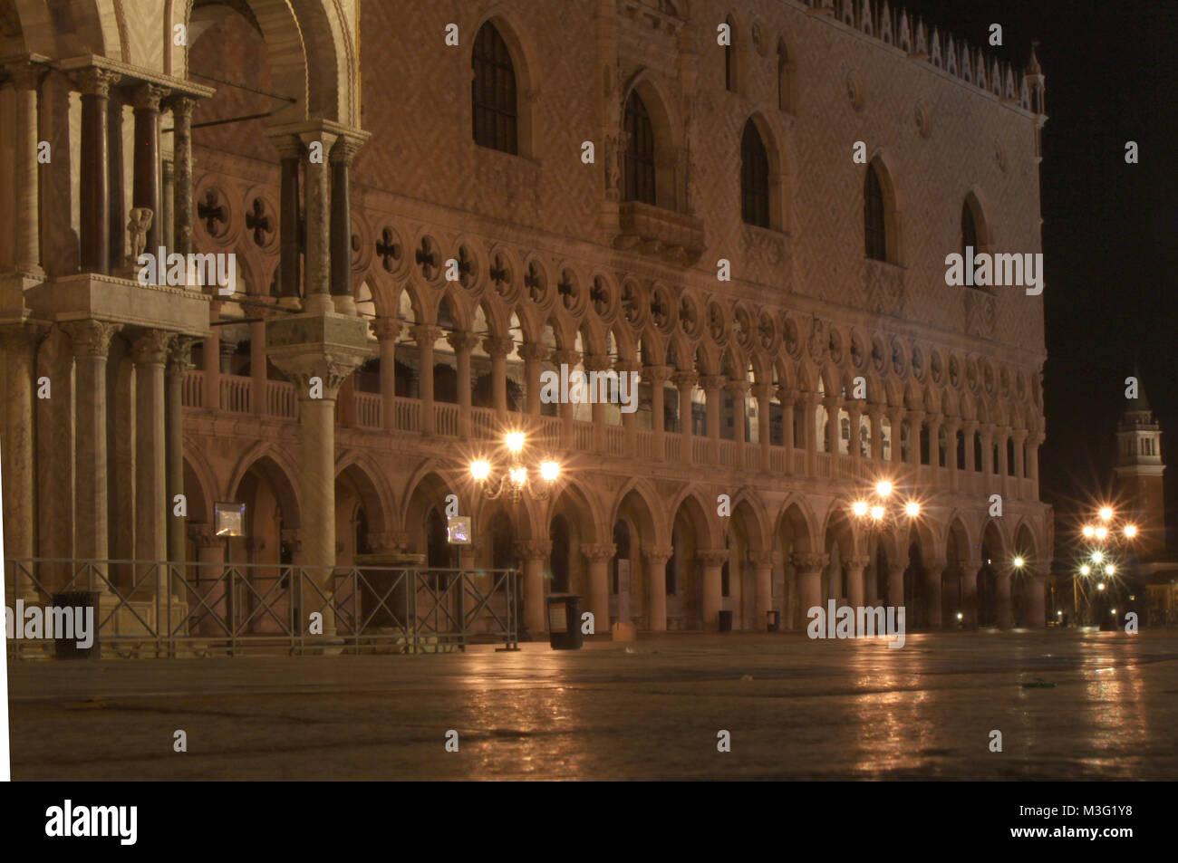 Venedig, Venice, Italien, Italy, Januar 2009, Nachtaufnahmen (Langzeitbelichtung), Markusplatz, Dogenpalast - Stock Image