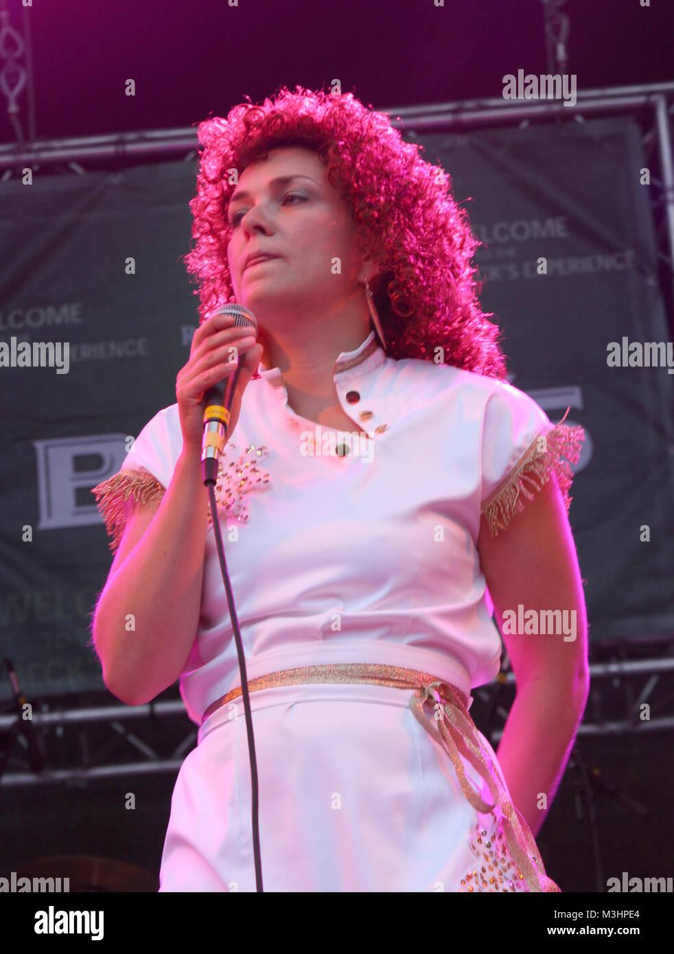 ABBA Revival Band  beim Rockspektakel in Hamburg .  Seit nunmehr über 30 Jahren vergeht kein Tag an dem man nicht Stock Photo