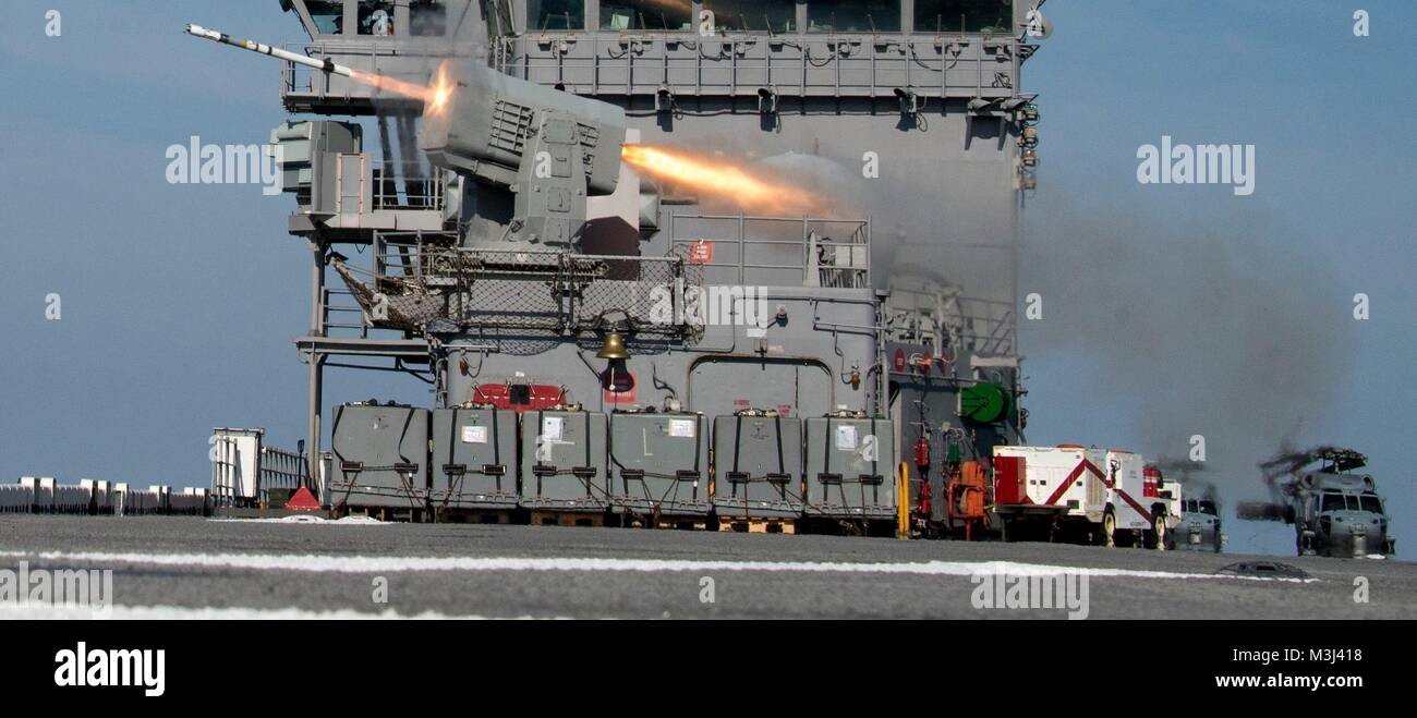 ATLANTIC OCEAN (Feb. 9, 2018) A rolling airframe missile is launched from the forward missile battery of the amphibious - Stock Image