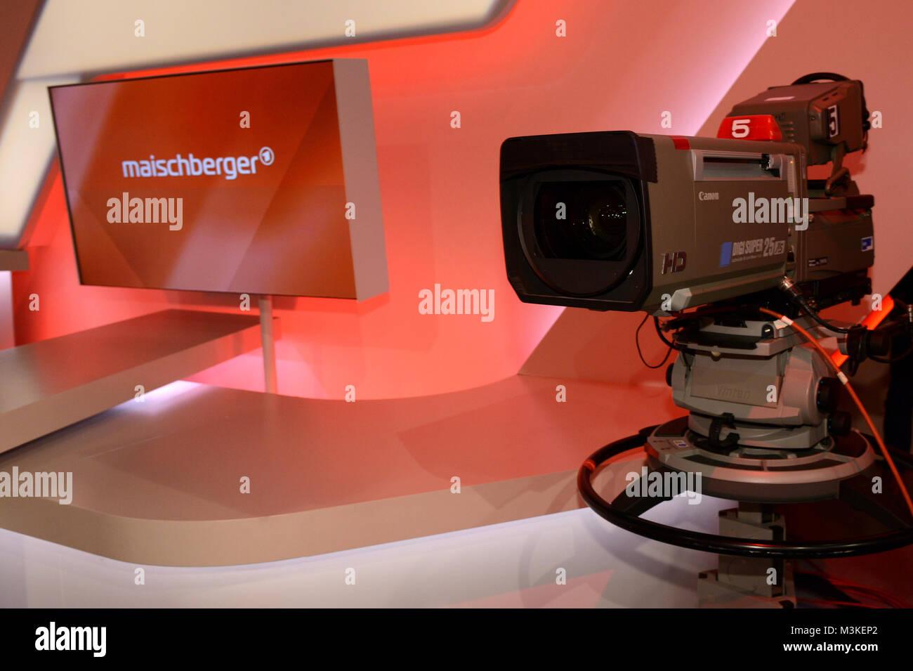 Symbolbild, Symbolfoto mit einer TV Kamera im ARD Fernseh Studio der Mittwoch Talkshow Maischberger Stock Photo