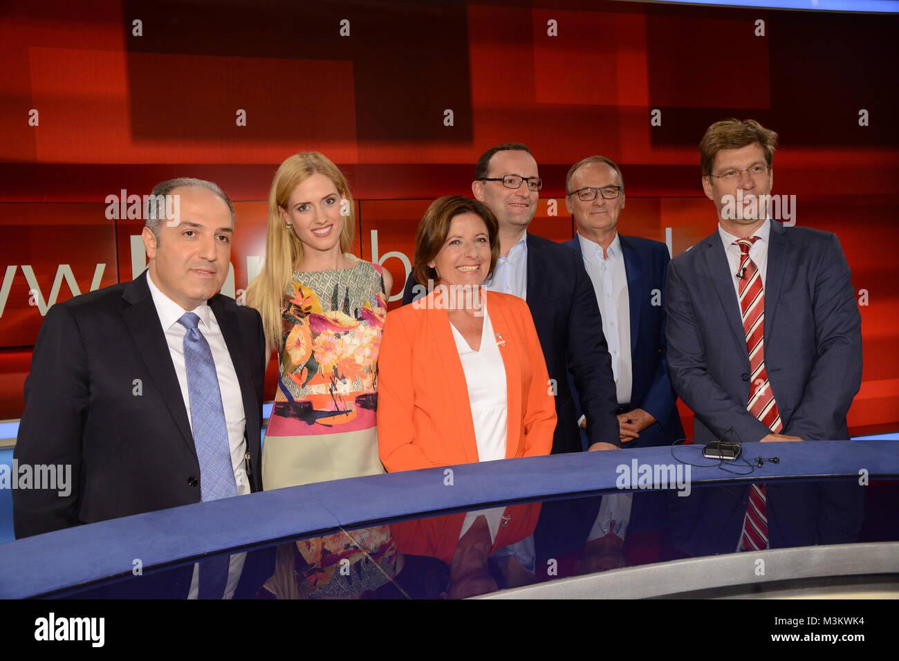 Gruppenfoto aller Teilnehmer und Talkgaeste gemeinsam bei der ARD Talkshow Hart aber Fair am 15.08.2016 zum Thema - Stock Image