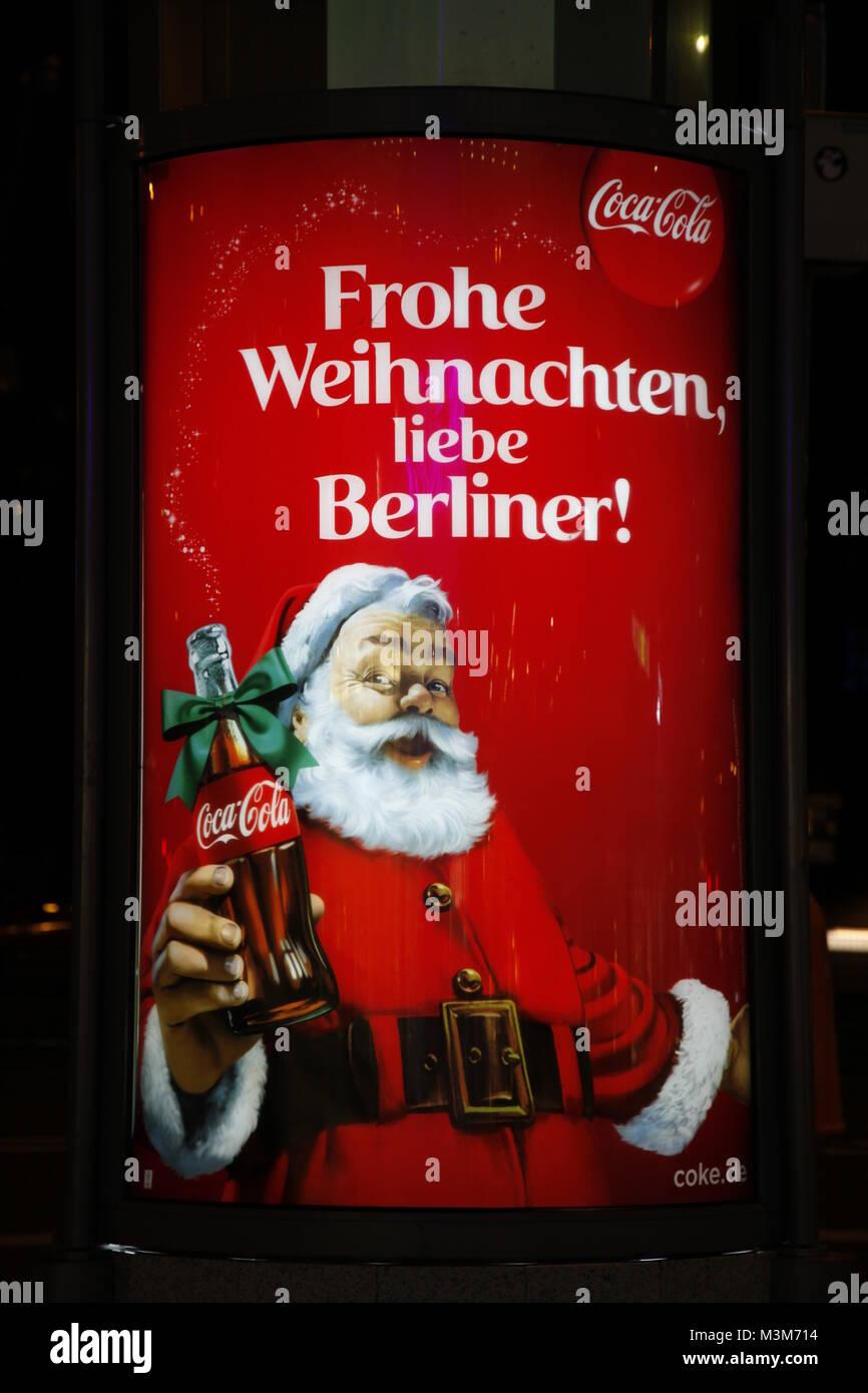 Frohe Weihnachten Berlin.Werbung Von Coca Cola Zu Weihnachten In Berlin Stock Photo