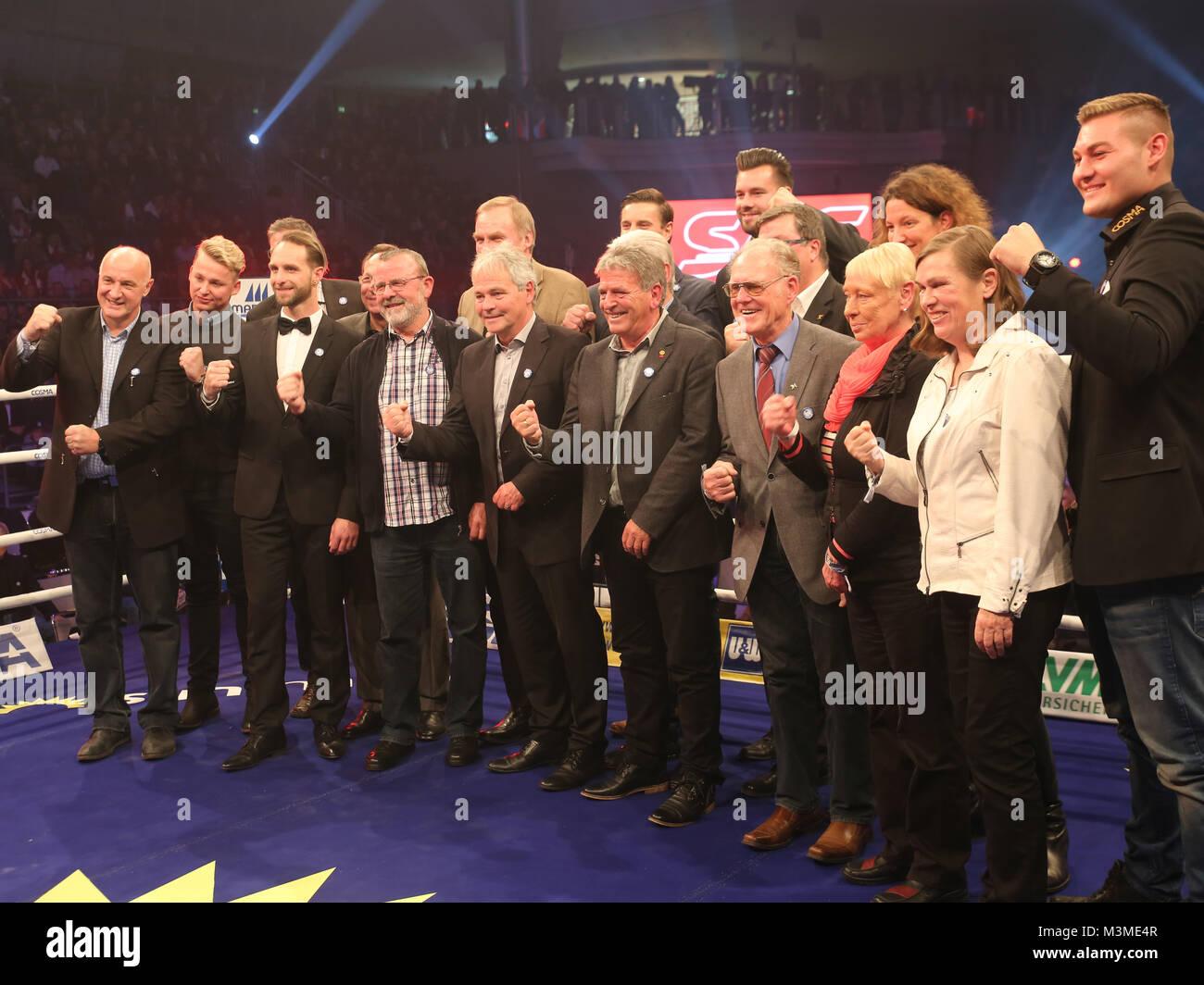 Sportgrößen aus Magdeburg als Ehrengäste im Ring während der SES-Box-Gala am 12.11.16 in der - Stock Image