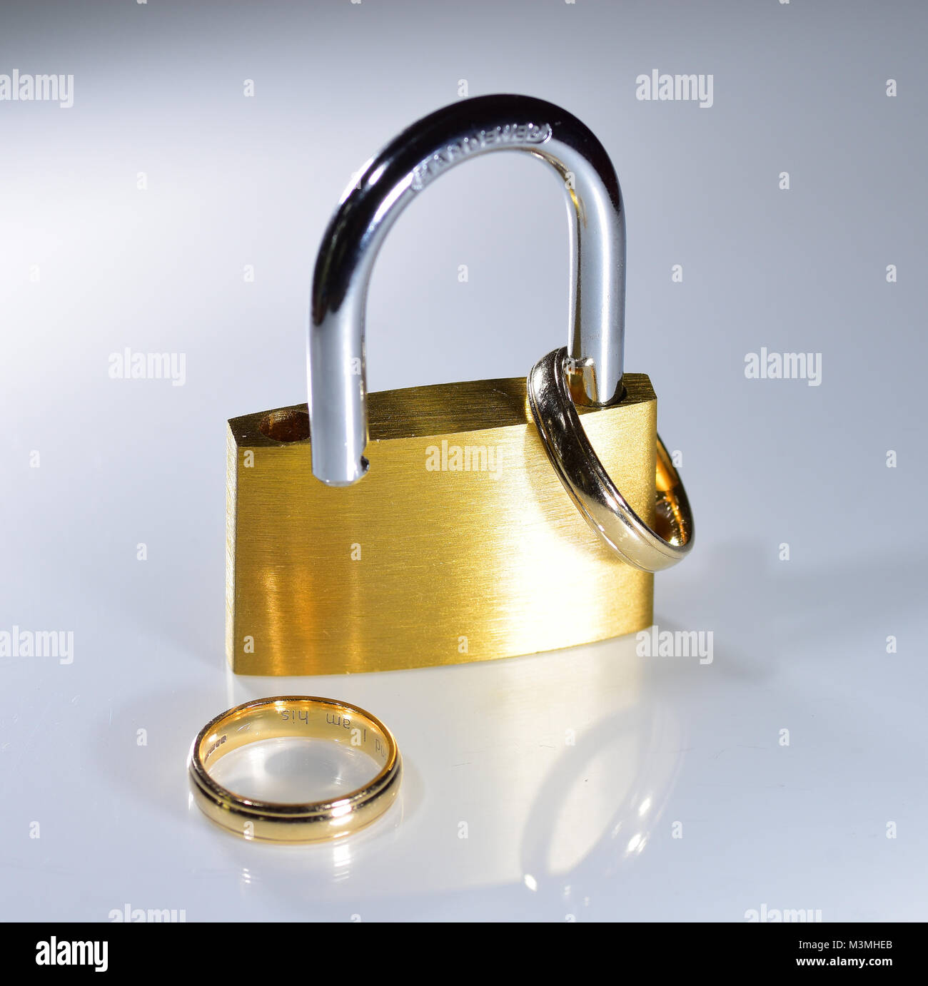 stock depositphotos photo wedding rings gold broken