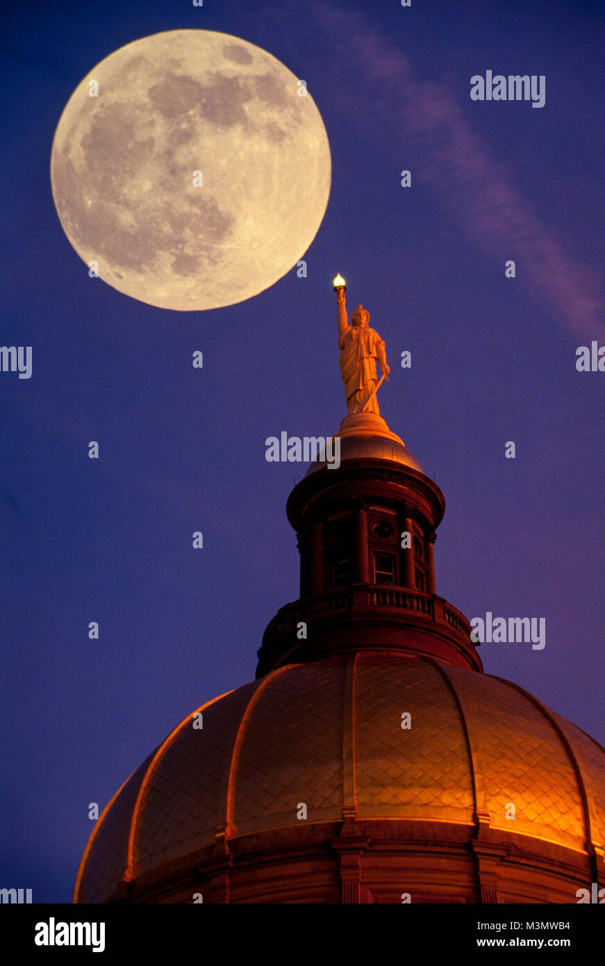 A full moon rises over the gold leaf dome of the Georgia State Capitol building in Atlanta, Georgia - Stock Image