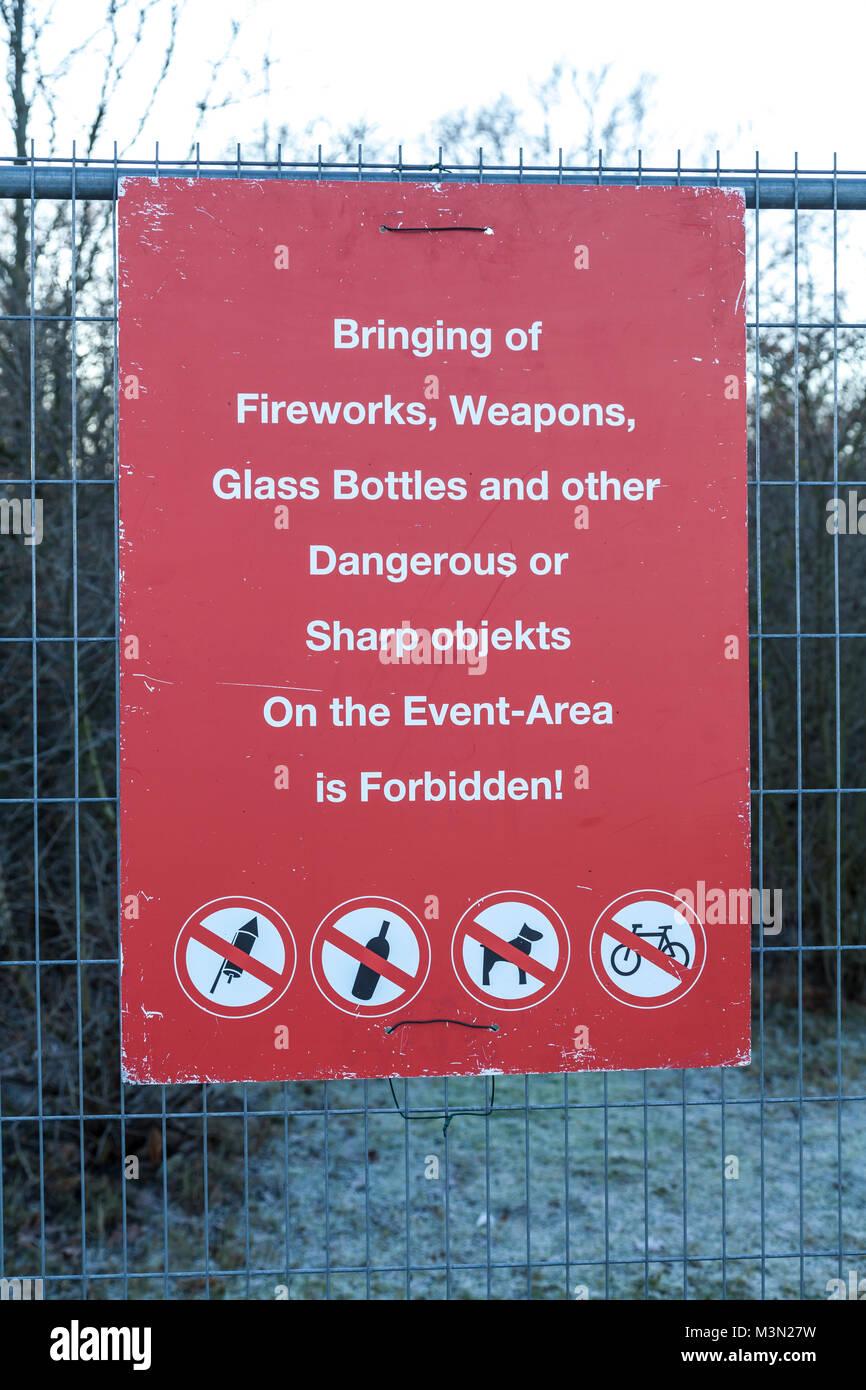 Verbotsschild Englisch Von Verbotenen Gegenstanden Auf Der Stock Photo Alamy