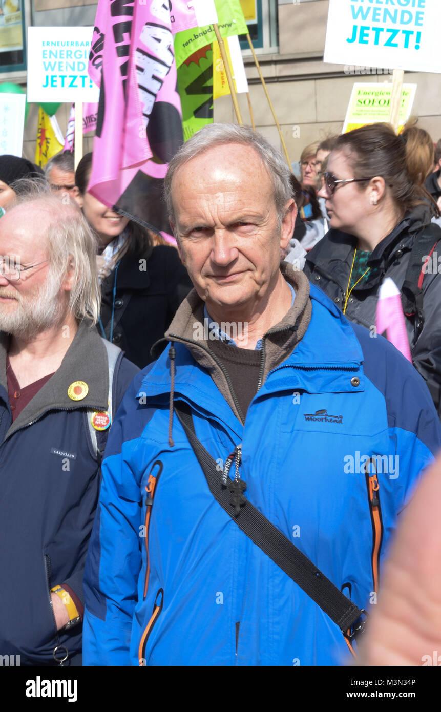 Hans Heinrich Rohwer (BI Kiel gegen Atomanlagen) auf der Energiewende-Demo am 22.03.2014 in Kiel auf dem Asmus Bremer Stock Photo