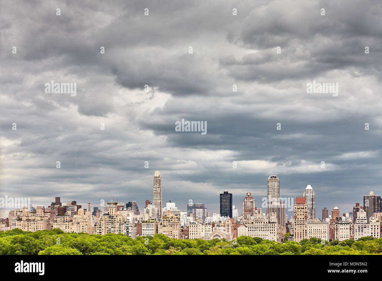 Stormy cloudscape over Manhattan skyline, New York City, USA. - Stock Image