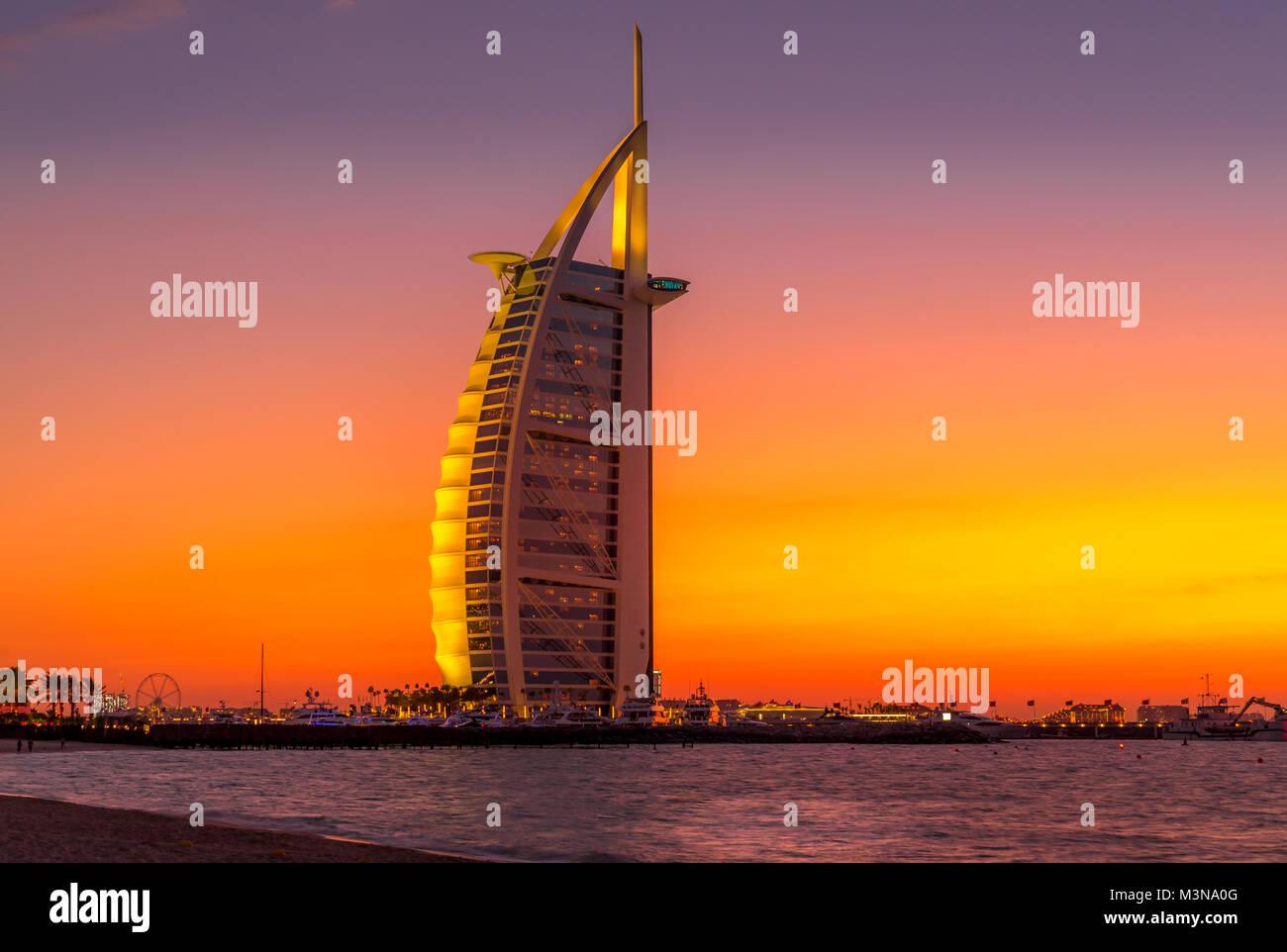 Sunset view of Burj Al Arab hotel on Jumeirah beach in Dubai, United Arab Emirates - Stock Image