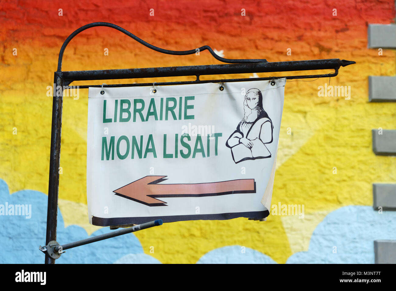 Sign for a bookstore. 'Mona Lisait' means 'Mona was reading', french play on words on Mona Lisa. - Stock Image