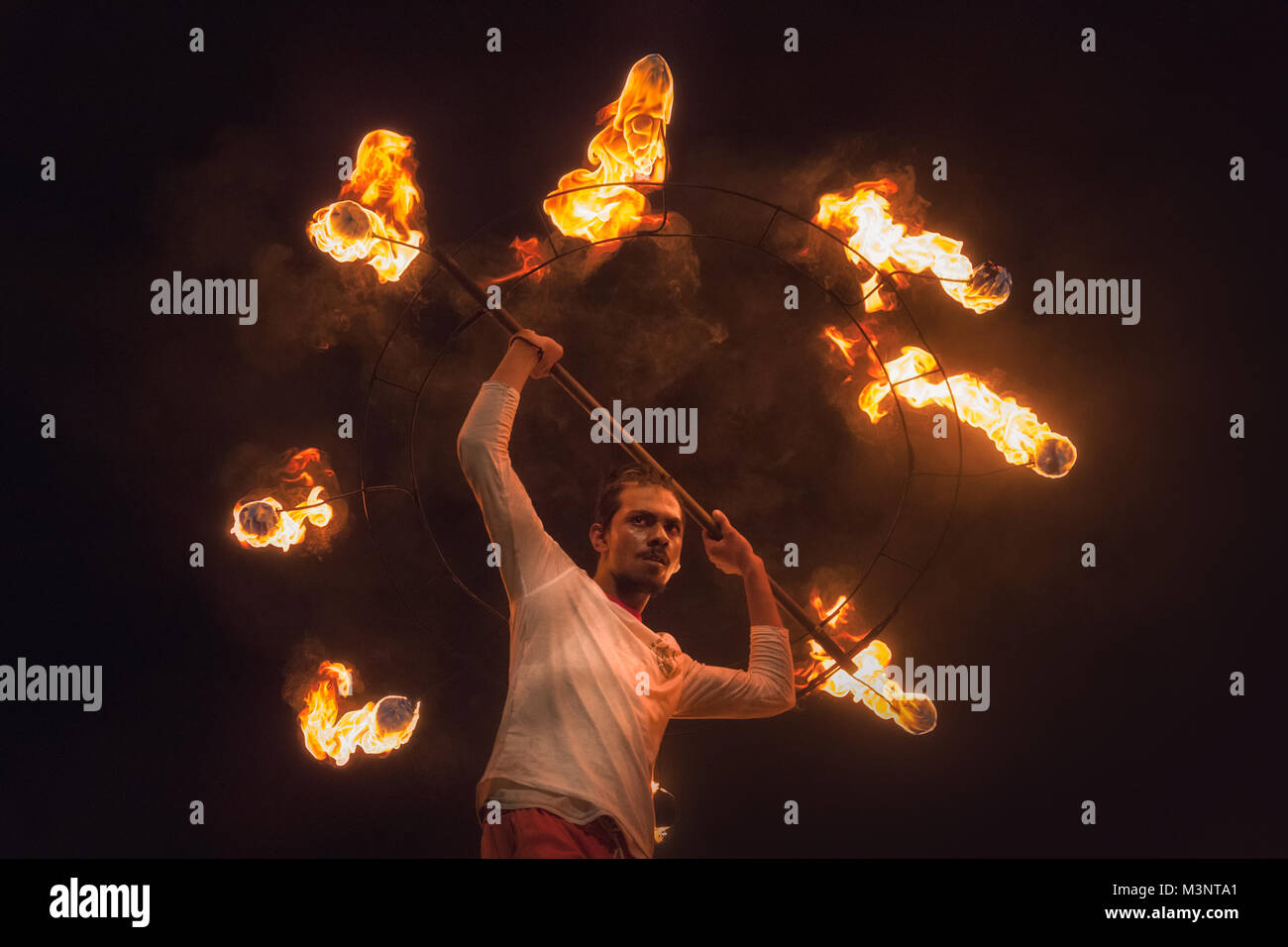 Sri Lanka Kandy Esala Perahera parade fire performer ring of fire - Stock Image