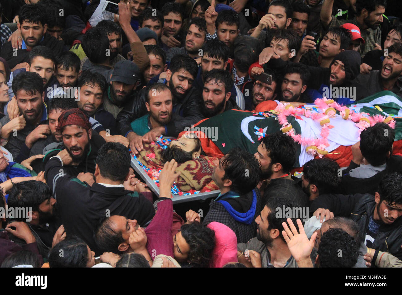 people carry dead body of slain rebels, Sopore town, Kashmir, India, Asia - Stock Image