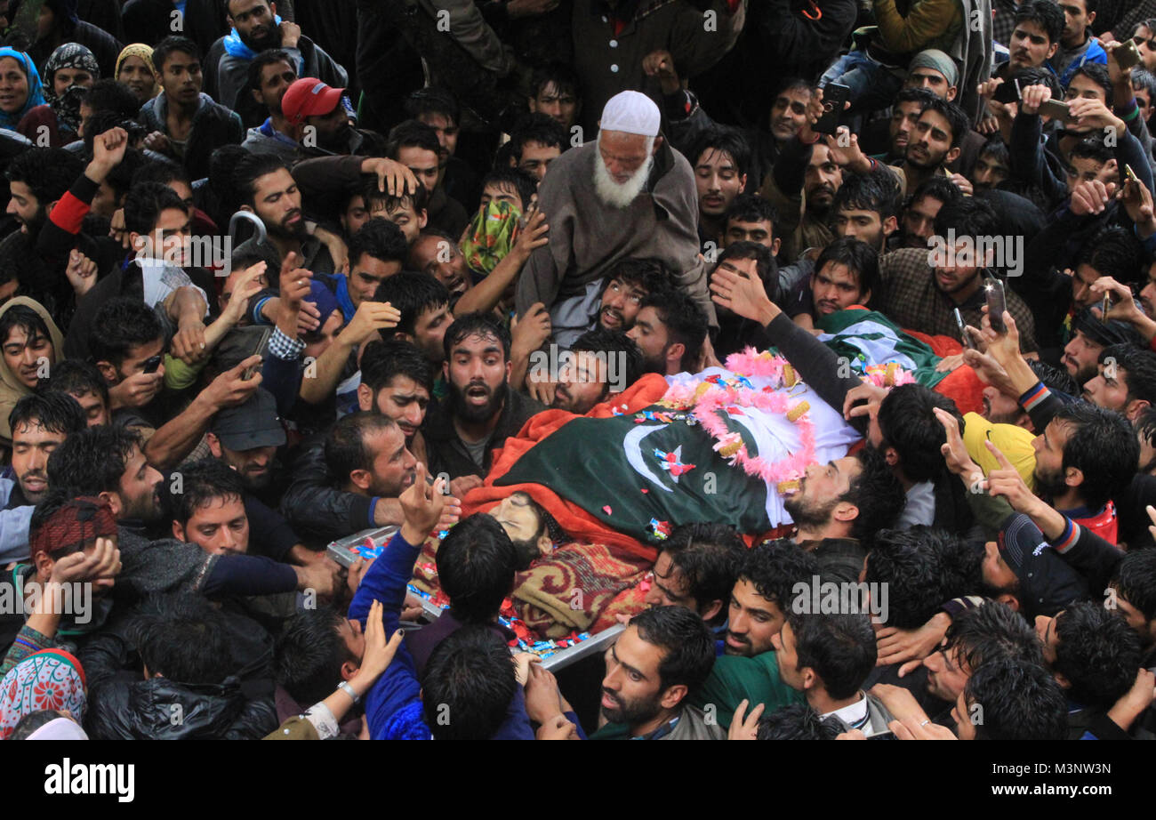 people carry dead body of slain rebels, Sopore town, Kashmir, India, Asia Stock Photo