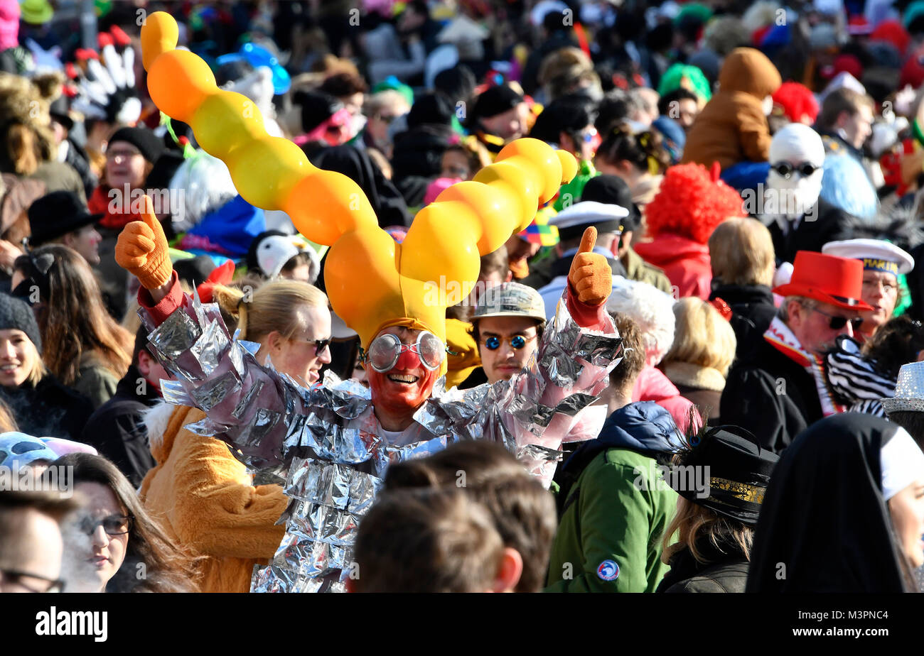 Duesseldorf, Germany. 12th February, 2018. Carneval, Rose Monday Parade: Masquareded people celebrate carnival. Stock Photo