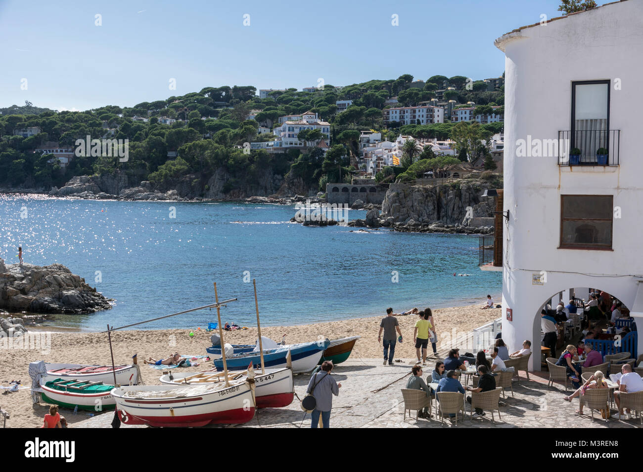 Blick auf den Strand von Calella de Palafrugell an der Costa Brava - Stock Image