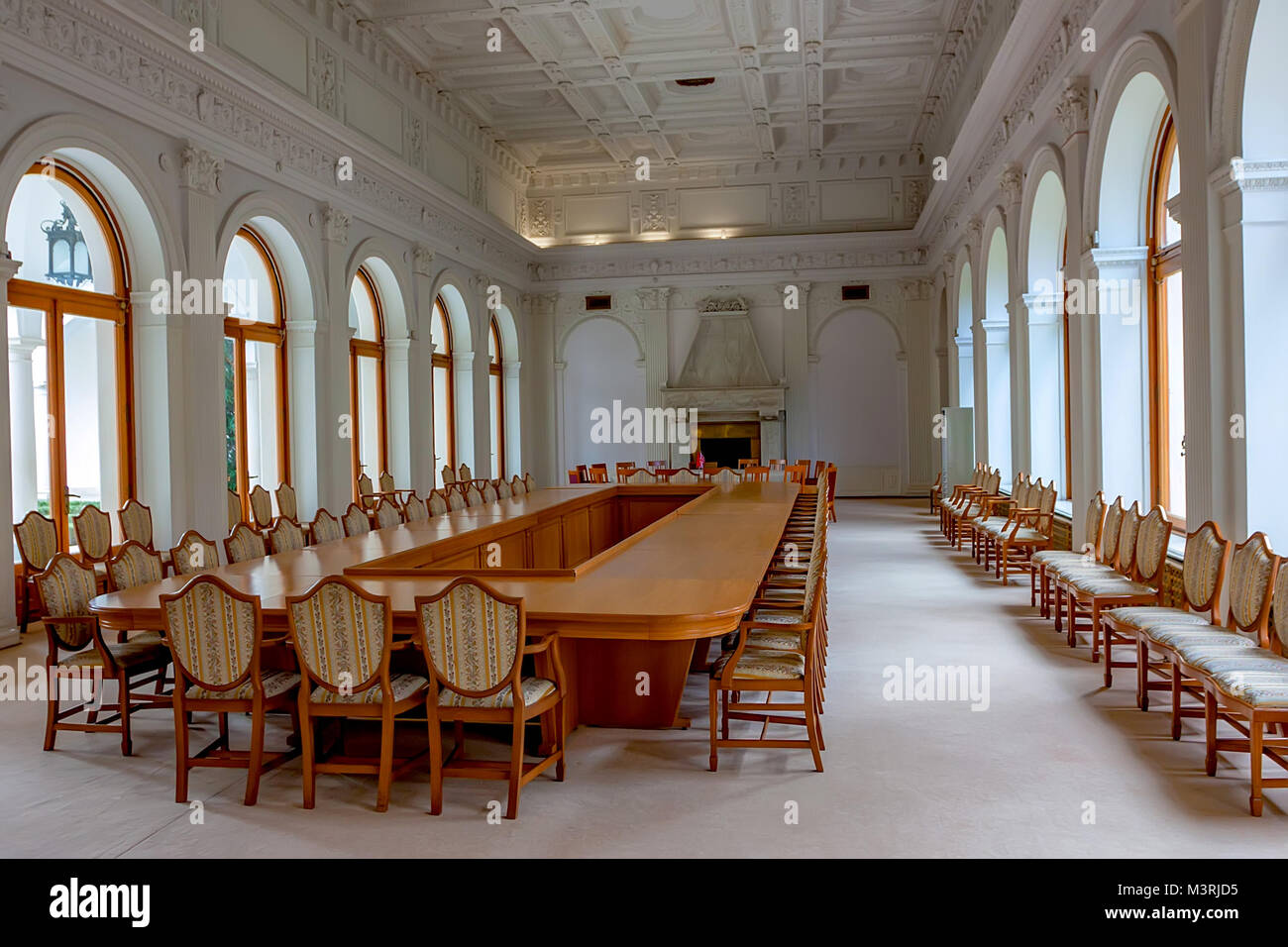 LIVADIA, RUSSIA - MARCH 21, 2011: interior of The White Hall in Livadia Palace - Stock Image