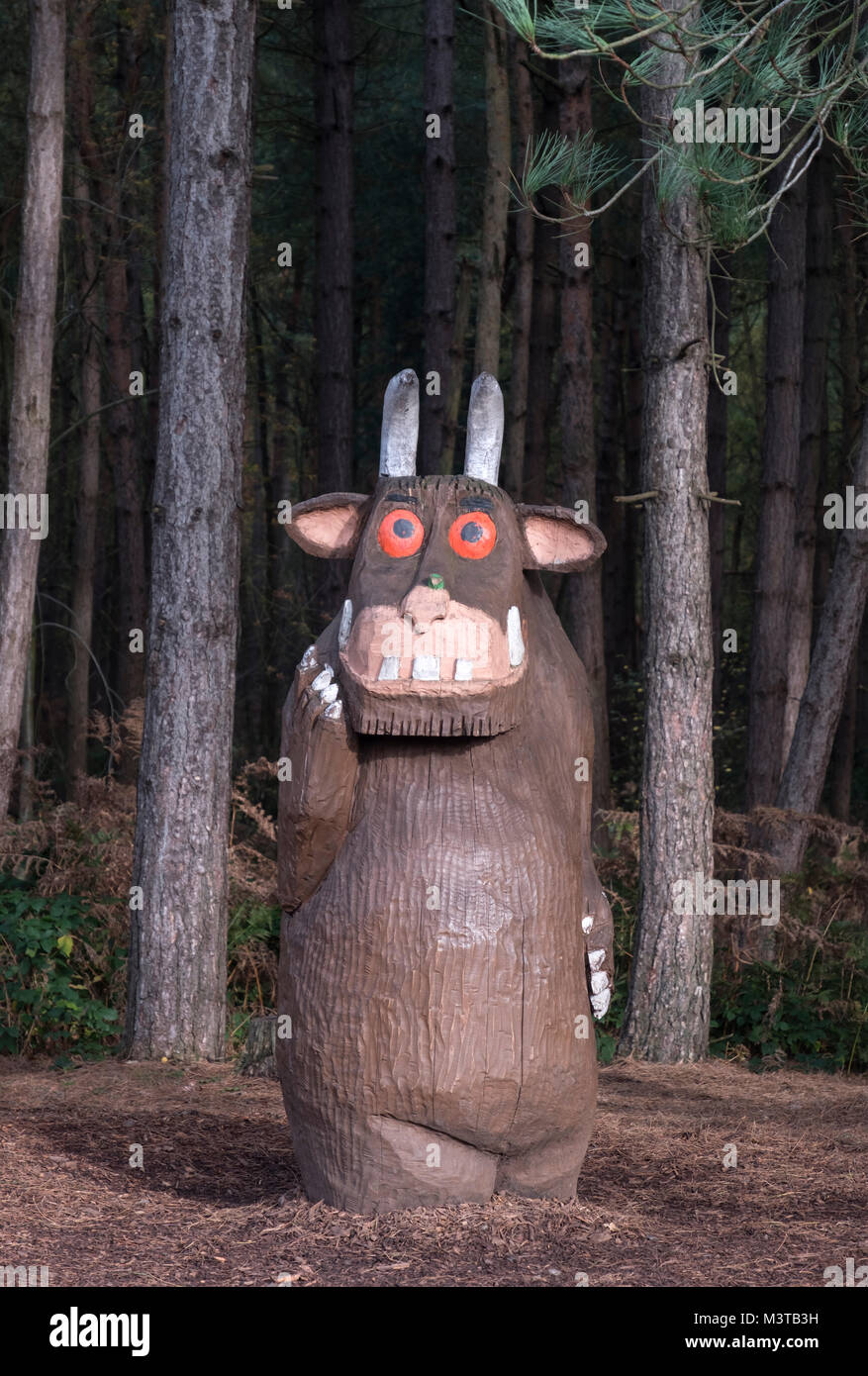 The Gruffalo Wood Carving in Delamere Forest, Delamere, Cheshire, England, UK - Stock Image