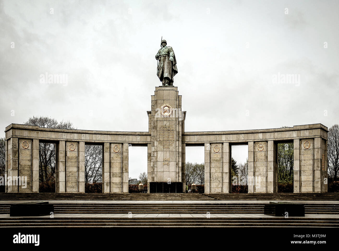 Memorial Ddr Monument Stock Photos & Memorial Ddr Monument Stock ...