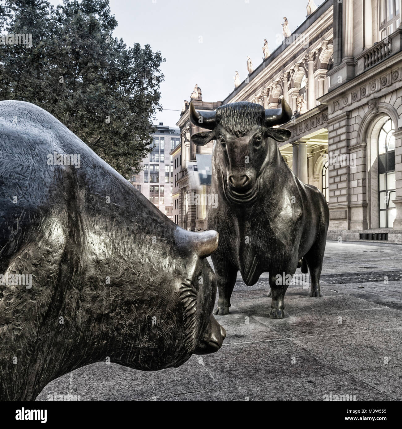 Germany, Frankfurt, bull and bear in front of stock exchange,  , twilight - Stock Image