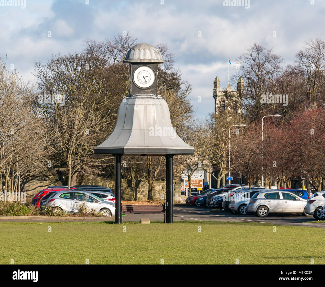Old Hayweights clock with afternoon time, Mall Avenue, Musselburgh, East Lothian, Scotland UK, with cars in car - Stock Image