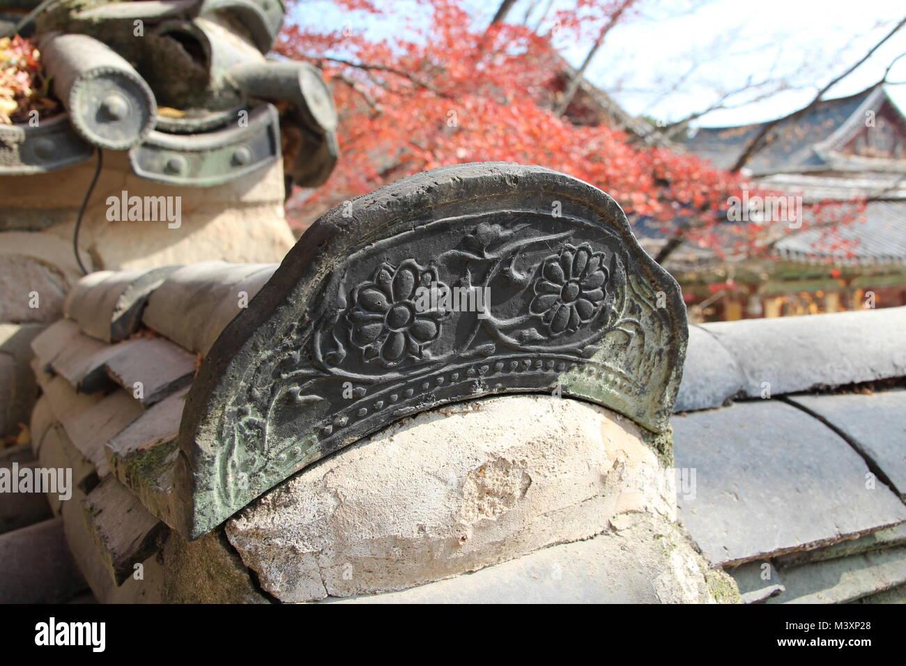 Close-up of traditional Korean ceramic roof tile with flower image on Bulguksa Temple, Gyeong-ju, South Korea Stock Photo