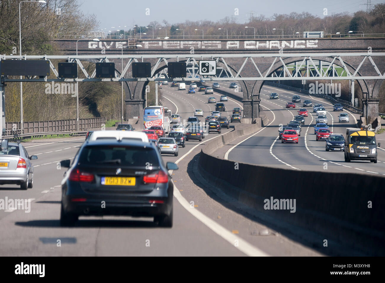 M25 motorway encircles almost all of Greater London, England, United Kingdom. April 6th 2015 © Wojciech Strozyk - Stock Image