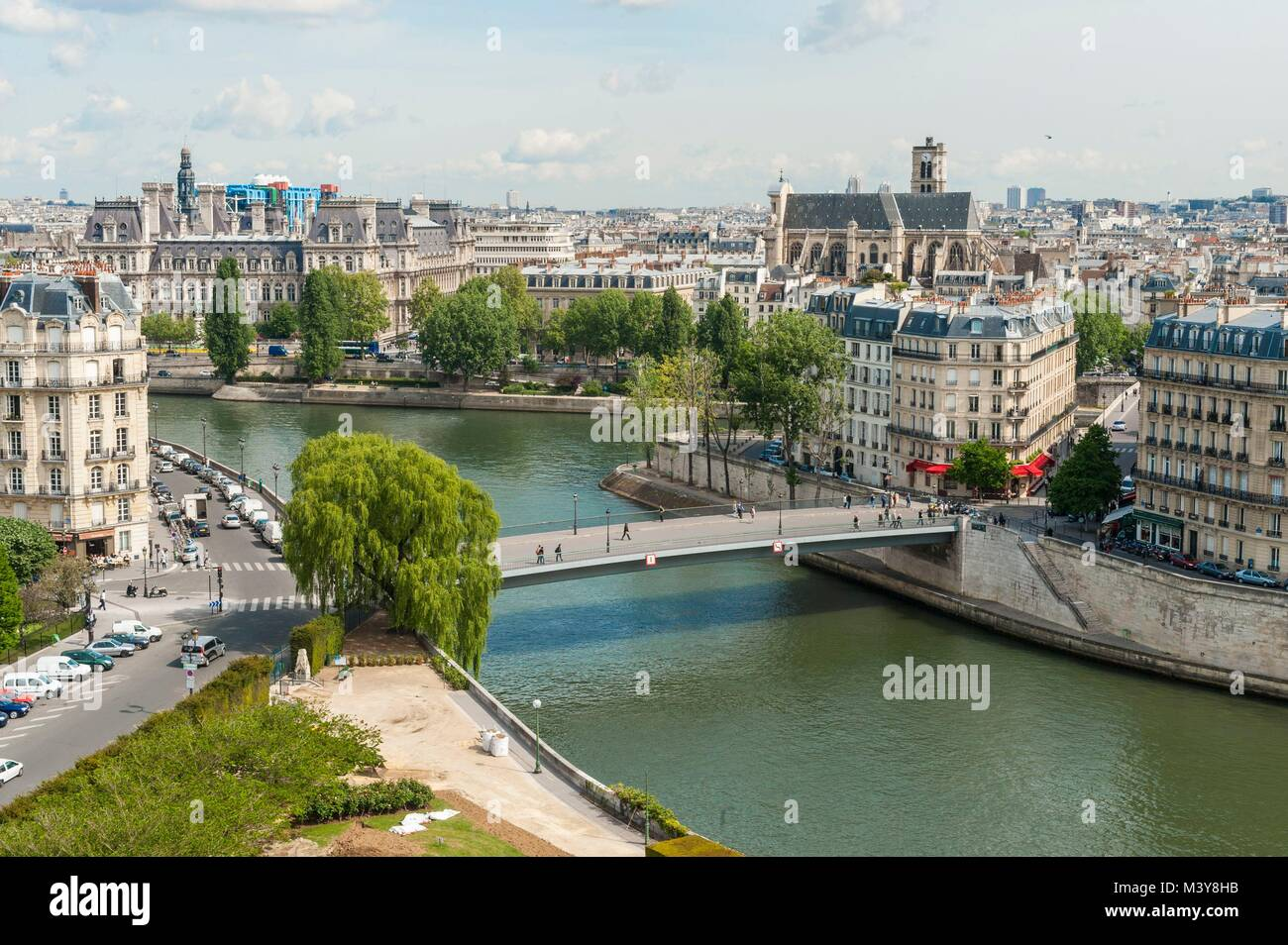 France, Paris, area listed as World Heritage by UNESCO, Pont Saint Louis (aerial view) - Stock Image