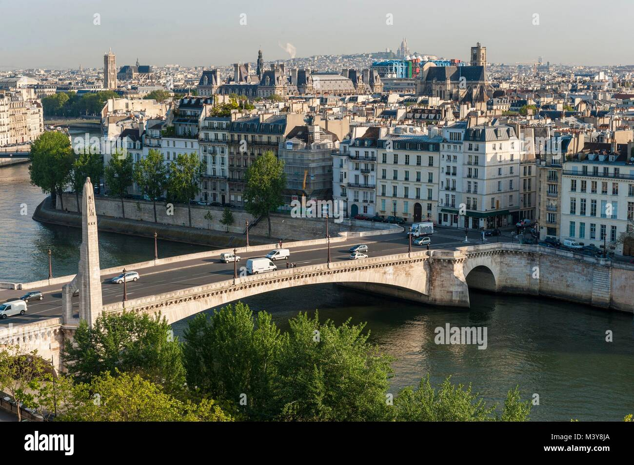 France, Paris, area listed as World Heritage by UNESCO, Bethune dock and tournelle bridge (aerial view) - Stock Image