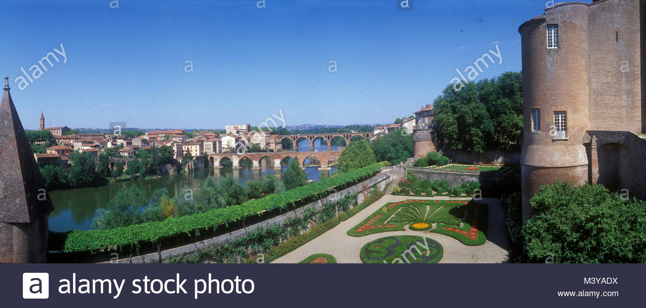 France, Tarn, Albi, the episcopal city, listed as World Heritage by UNESCO, views of the banks of the Tarn River Stock Photo