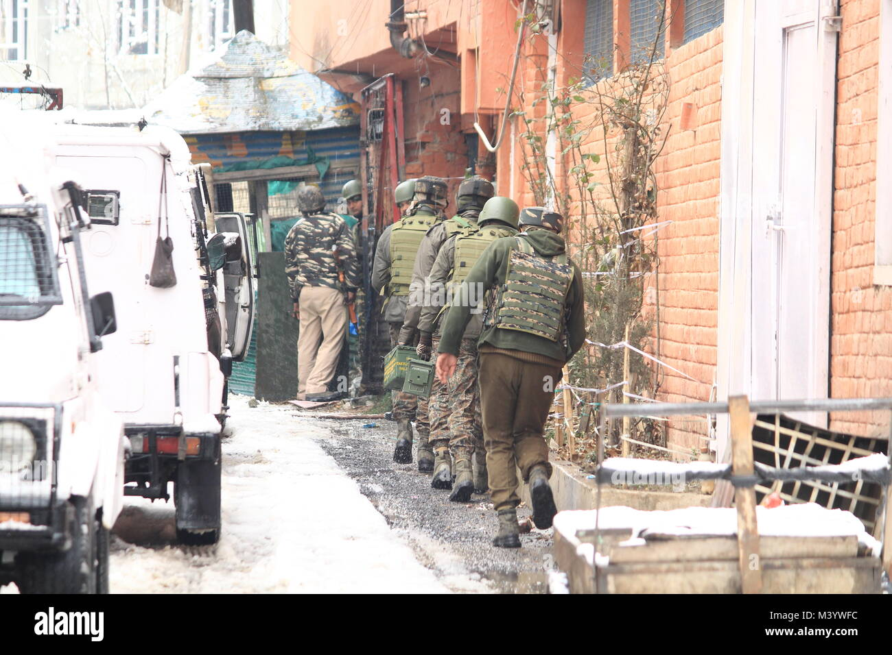 Security forces in Srinagar's Karan Nagar area are currently locked in an encounter with militants, who attempt - Stock Image