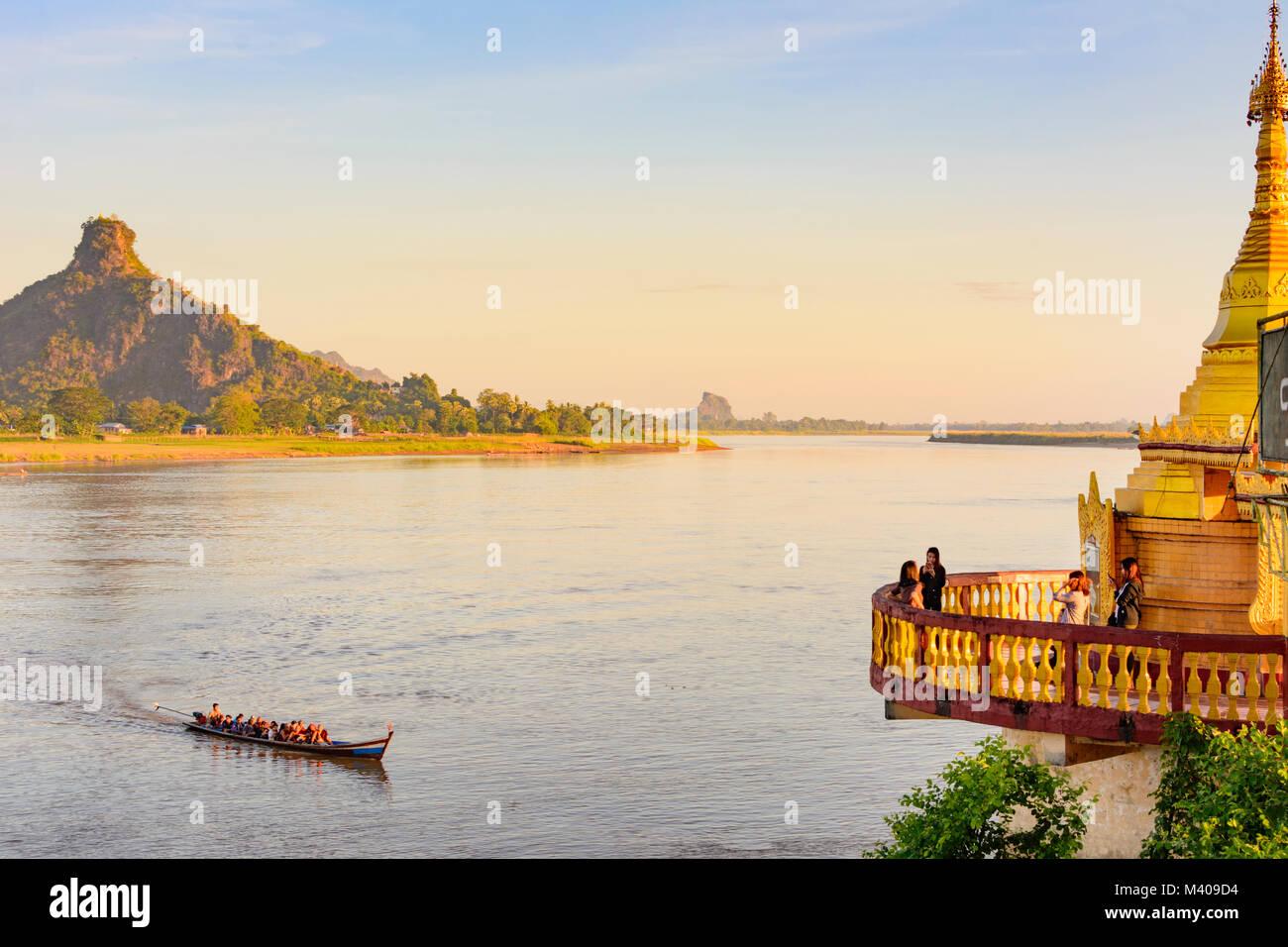 Hpa-An: Thanlwin (Salween) River, Shweyinhmyaw Paya temple pagoda, mount Hpan Pu, boat, , Kayin (Karen) State, Myanmar Stock Photo