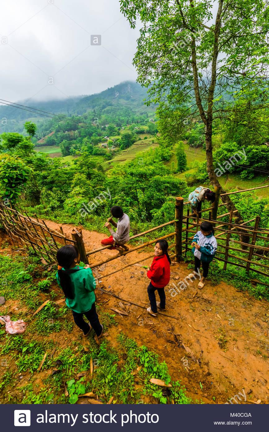 Hill tribe children, Muong Hoa Valley, near Sapa, northern Vietnam. - Stock Image