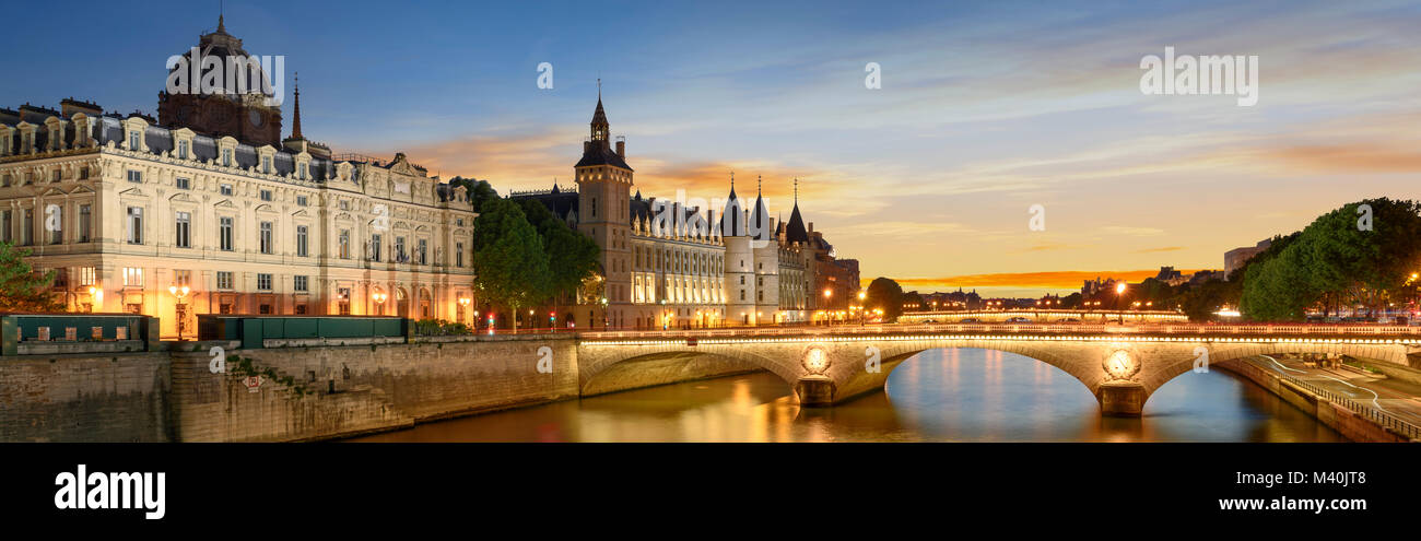 Consiergerie, Pont Neuf and Seine river with tour boat at sunny summer sunset, Paris, France - Stock Image