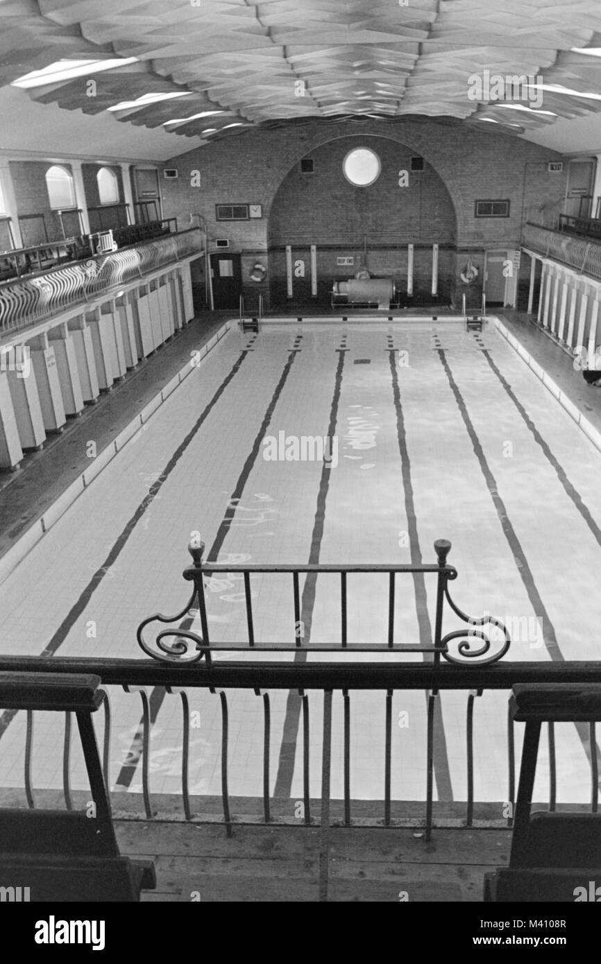 Interior of Selly Oak swimming baths, Birmingham, circa 1983, 1980s. - Stock Image