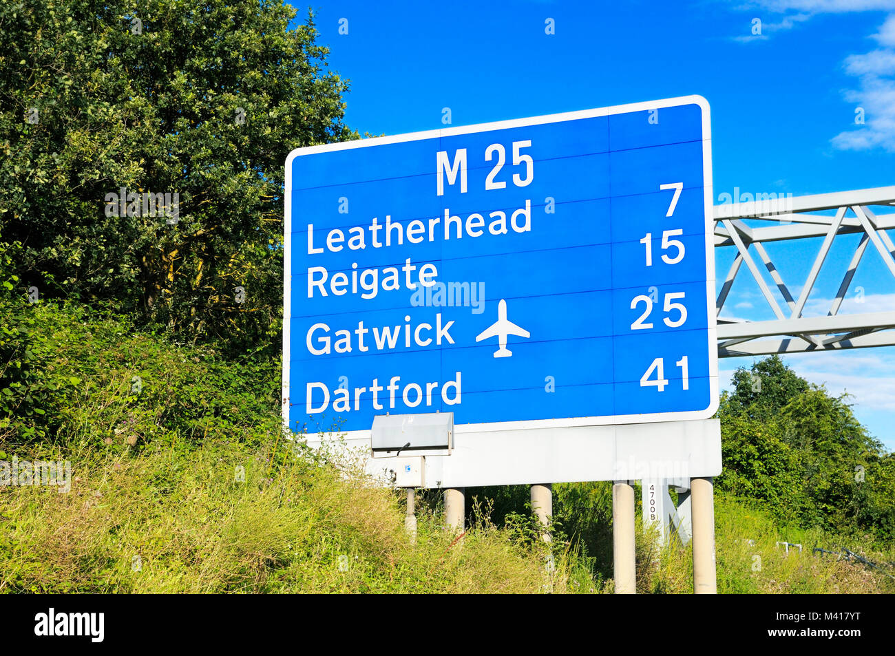 M25 motorway sign around Junction 10 showing distances to Leatherhead, Reigate, Gatwick and Dartford - Stock Image